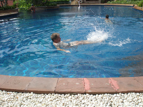 2_poolbad.jpg
